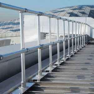 Montaje de barandillas en cubiertas