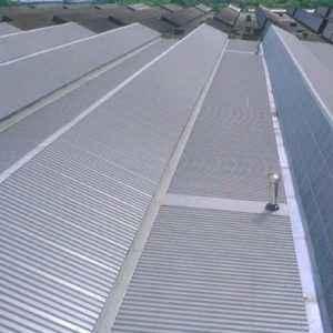 Reforzar la seguridad de una cubierta metálica con pasarelas de acceso