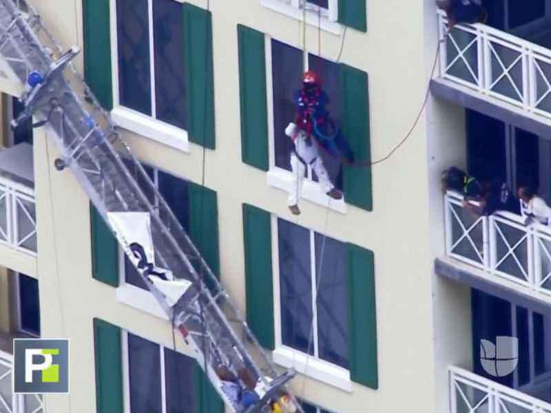 Rescate vertical a un operario tras caer de un andamio en Miami