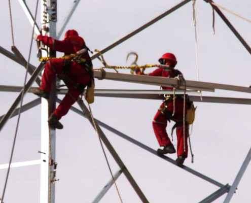 Subir a una torre de alta tensión