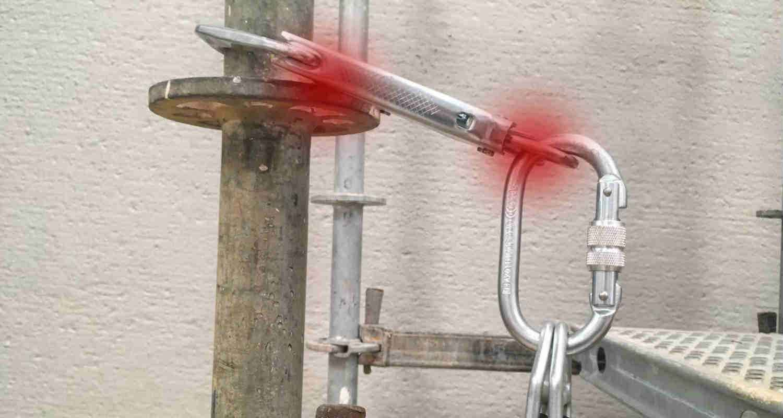 Como enganchar un mosqueton grande