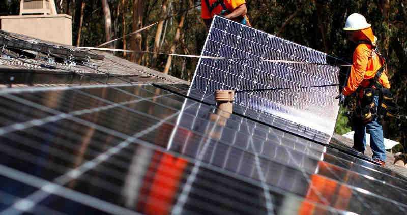 Instalaci n de paneles solares fotovoltaicos trabajos de riesgo - Instalador de placas solares ...