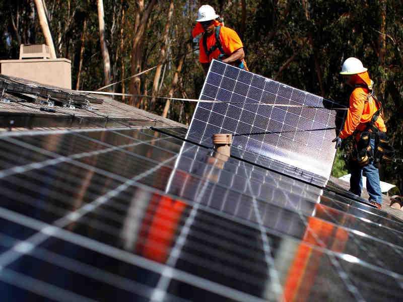 Instalaci n de paneles solares fotovoltaicos trabajos de for Tejados solares
