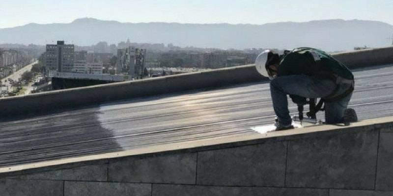 Trabajo en cubierta metálica