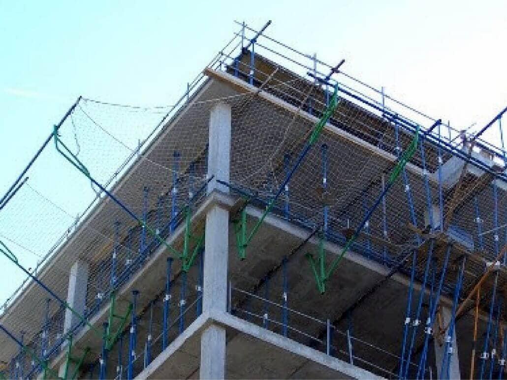 Une en 1263 redes anti ca da y mallas de protecci n en obra for Malla de construccion